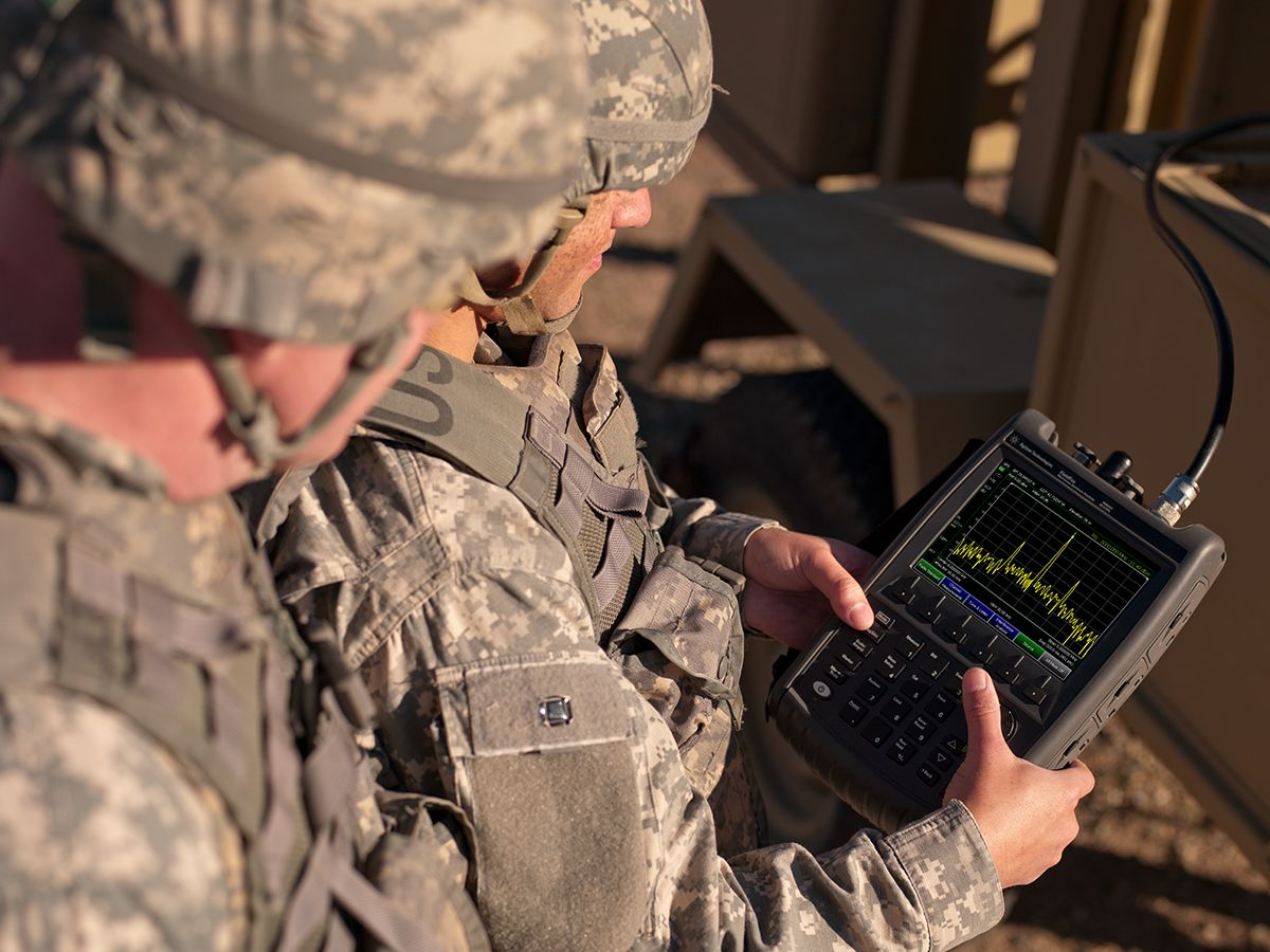 handheld spectrum analyzer used in field testing